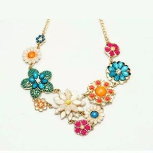 New Betsey Johnson Multicolor necklace
